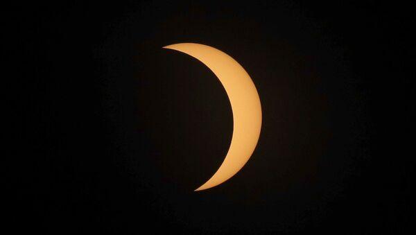 Фаза солнечного затмения в США  - Sputnik International