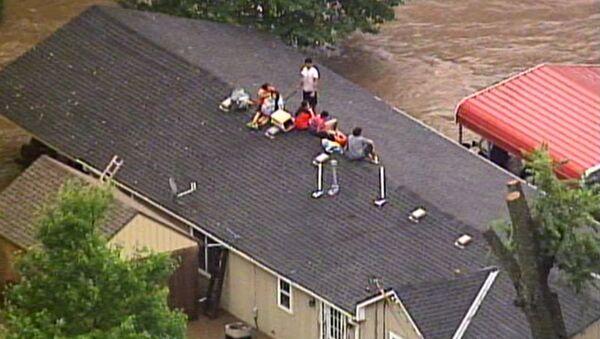 Rains Flood Kansas City Streets, Residents Stuck On Rooftops - Sputnik International