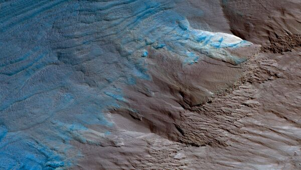 This image, an oblique view from NASA's Mars Reconnaissance Orbiter of the sloping edge of the stack of icy layers over the South Pole - Sputnik International