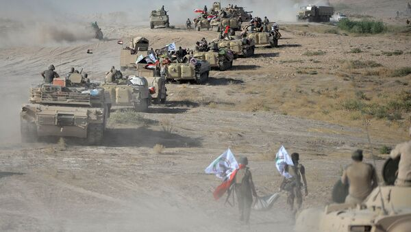 Shi'ite Popular Mobilization Forces (PMF) gather with Iraqi army on the outskirts of Tal Afar, Iraq, August 22, 2017 - Sputnik International