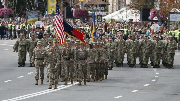 US servicemen (front) march during a military parade marking Ukraine's Independence Day in Kiev, Ukraine August 24, 2017 - Sputnik International