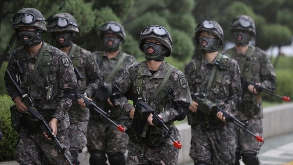 South Korean army soldiers walk after an anti-terror drill as a part of Ulchi Freedom Guardian exercise at National Assembly in Seoul, South Korea, Wednesday, Aug. 23, 2017 - Sputnik International