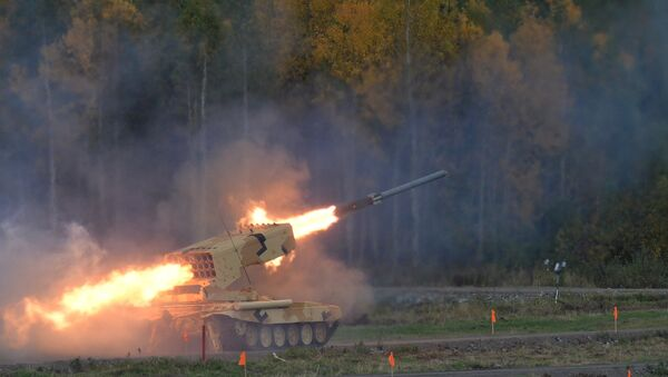 The Russian heavy flamethrower system TOS-1A Solntsepyok during demonstration firing conducted at the 10th Russia Arms Expo international exhibition's opening - Sputnik International
