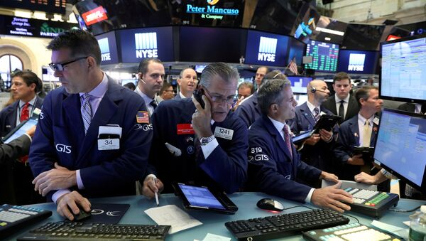 Traders work on the floor of the New York Stock Exchange (NYSE) in New York, U.S., July 19, 2017 - Sputnik International