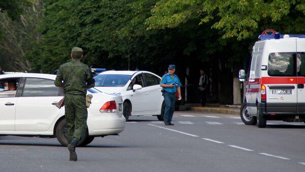 Law enforcement agents in the center of Lugansk. - Sputnik International