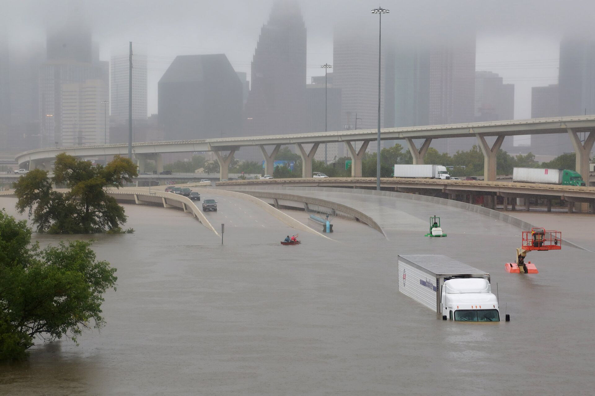Interstate highway 45 is submerged from the effects of Hurricane Harvey seen during widespread flooding in Houston, Texas, U.S.  - Sputnik International, 1920, 21.09.2021