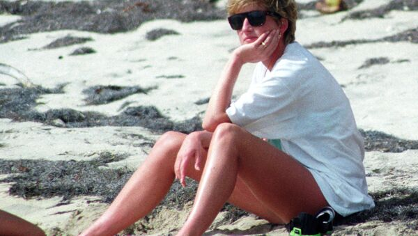 Princess Diana relaxes on the sand during a visit to the beach on the Caribbean Island of Nevis January 4, 1993. - Sputnik International
