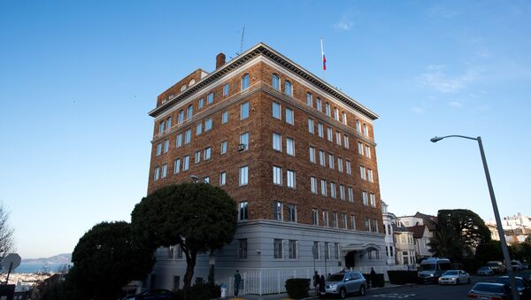 People walk past the Consulate-General of Russia in San Francisco, California on December 29, 2016 - Sputnik International