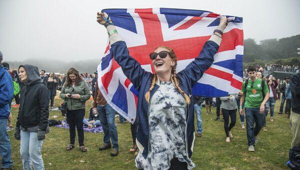 Girl holding the Union Jack - Sputnik International