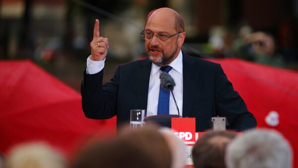 Martin Schulz, top candidate of the Social Democratic Party (SPD) for the upcoming federal election, gives a speech during an election rally in Hamburg, Germany, August 31, 2017 - Sputnik International
