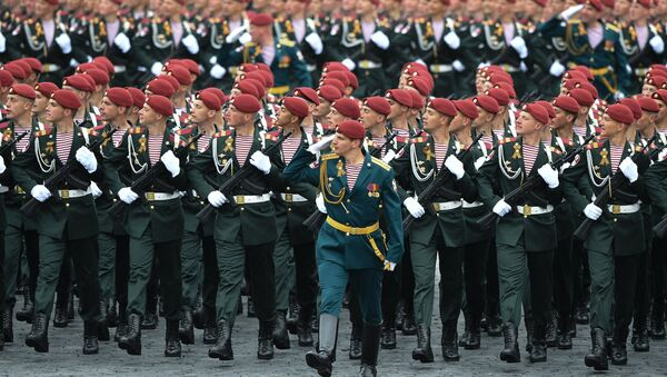 Servicemen of the Russian National Guard during the military parade marking the 72nd anniversary of Victory in the 1941-45 Great Patriotic War on Red Square, Moscow - Sputnik International