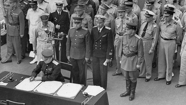 Soviet officers join the Allies onboard the USS Missouri for the signing of Japan's surrender, September 2, 1945 - Sputnik International