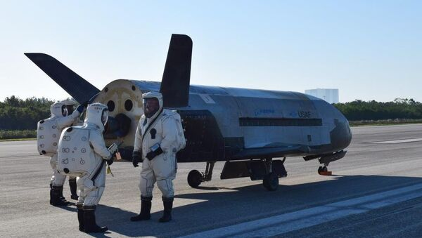 USAF X37B spacecraft at NASA's Kennedy Space Center Shuttle Landing Facility in Cape Canaveral, Fla., Sunday, May 7, 2017. - Sputnik International