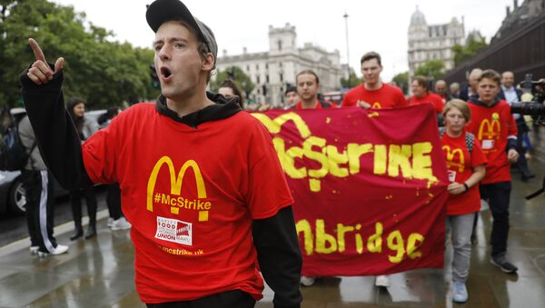 Demonstrators participate in a protest over working conditions and the use of zero-hour contracts at British outlets of US burger chain McDonalds, in central London - Sputnik International