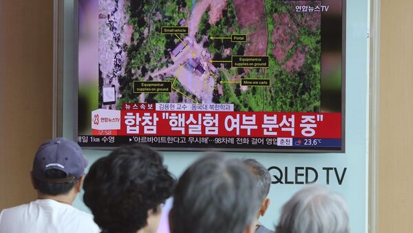 People watch a TV news reporting about a possible nuclear test conducted by North Korea ,at the Seoul Railway station in Seoul, South Korea, Sunday, Sept. 3, 2017 - Sputnik International