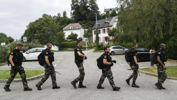 French gendarmes patrol in Pont-de-Beauvoisin on August 30, 2017 after the disappearance of a 9-year-old girl. - Sputnik International