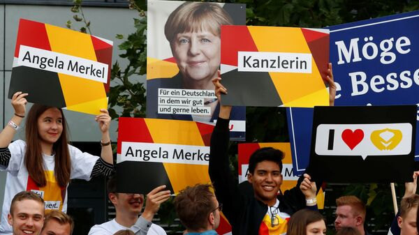Supporters of German Chancellor Angela Merkel of the Christian Democratic Union party (CDU) hold banners before a TV debate with her challenger Germany's Social Democratic Party SPD candidate for chancellor Martin Schulz in Berlin, Germany, September 3, 2017. - Sputnik International