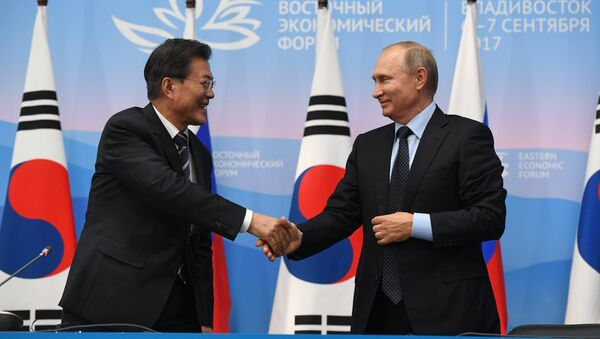 Russian President Vladimir Putin and President of South Korea Moon Jae-in, left, during a joint press statement on the results of the meeting held as part of the 3rd Eastern Economic Forum at the Far Eastern Federal University, Russky Island. September 6, 2017 - Sputnik International