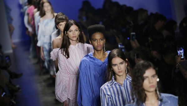 Models wear creations from the Two Denim collection during the Sao Paulo Fashion Week in Sao Paulo, Brazil, Tuesday, Aug. 29, 2017. - Sputnik International
