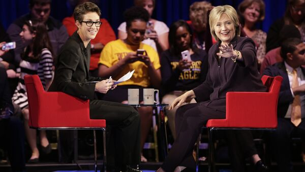 Democratic presidential candidate, Hillary Rodham Clinton, right, waves to the crowd as MSNBC's Rachel Maddow, left, watches during a democratic presidential candidate forum at Winthrop University in Rock Hill, S.C., Friday, Nov. 6, 2015. - Sputnik International