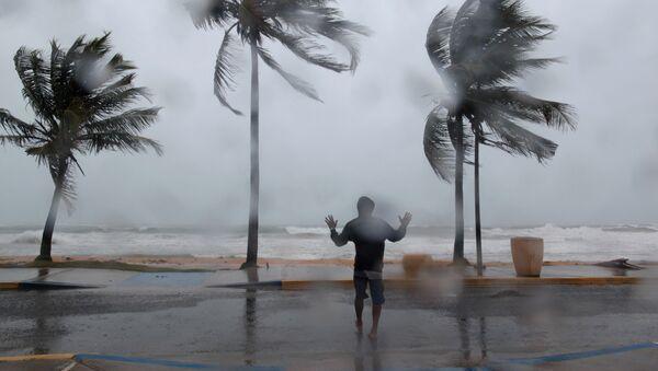 Ураган Ирма на побережье в Пуэрто-Рико   - Sputnik International