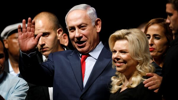 Israeli Prime minister Benjamin Netanyahu (C) and his wife Sara react to his supporters during an event by his Likud Party in Tel Aviv, Israel August 9, 2017 - Sputnik International