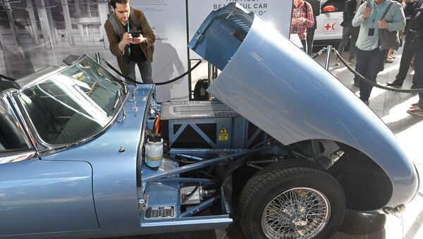 A visitor views a classic Jaguar E-Type modified with an electric engine on display at the Jaguar Land Rover 'Tech Fest' in London - Sputnik International