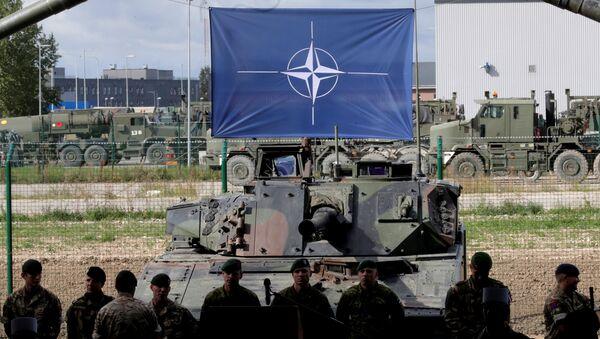 NATO eFP battle group soldiers wait for NATO Secretary General Jens Stoltenberg visit in Tapa military base, Estonia September 6, 2017 - Sputnik International