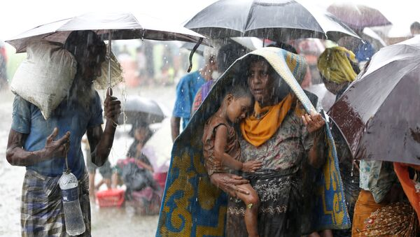 Rohingya refugees stands in an open place during heavy rain, as they are hold by Border Guard Bangladesh (BGB) after illegally crossing the border, in Teknaf, Bangladesh, August 31, 2017 - Sputnik International