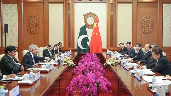 Chinese Foreign Minister Wang Yi (2nd R) meets with Pakistan Foreign Minister Khawaja Muhammad Asif (2nd L) at Diaoyutai State Guesthouse on September 8, 2017 in Beijing, China - Sputnik International