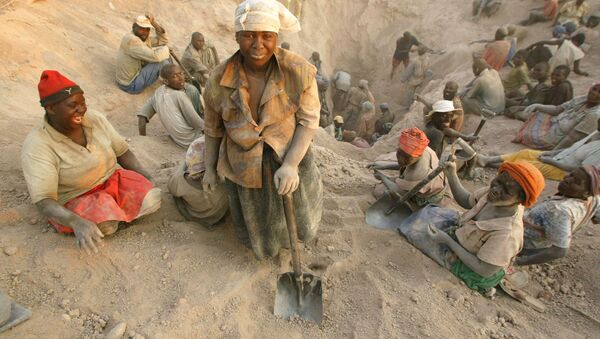 In this file photo taken Wednesday, Nov. 1, 2006 gangs of illegal miners dig for diamonds in Marange, eastern Zimbabwe. - Sputnik International