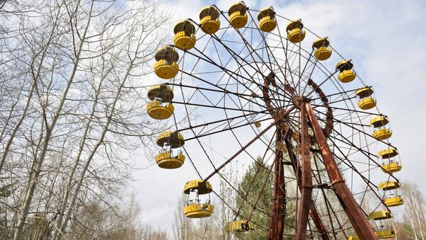 A ferris wheel at an abandoned park in the Chernobyl nuclear power plant's exclusion area - Sputnik International