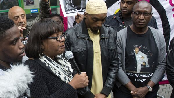 Member of Parliament, Diane Abbott, left, Ginario Da Costa, right, the father of Edson Da Costa, and Esa Charles, father of Rashan Charles who died after contact with police last Saturday, arrives at a protest over his death at Stoke Newington police station, London, Saturday July 29, 2017. - Sputnik International