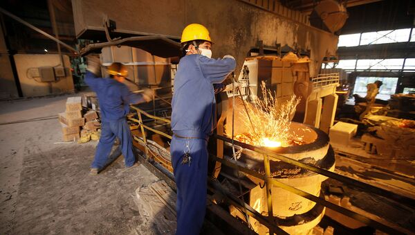 This Aug. 11, 2009 photo shows laborers working at Huaxi No. 2 steel and iron construction material company in Huaxi, Jiangsu Province, China - Sputnik International