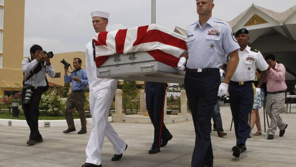 Four U.S. servicemen carry a coffin containing possible remains of a U.S. serviceman to a C-17 cargo plane during a repatriation ceremony at Phnom Penh International Airport, Cambodia, Wednesday, April 2, 2014. - Sputnik International