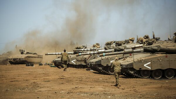 Israeli soldiers manuever Merkava tanks and Namer armored personnel carriers (APCs) during the last day of a military exercise in the northern part of the Israeli-annexed Golan Heights on September 13, 2017. - Sputnik International