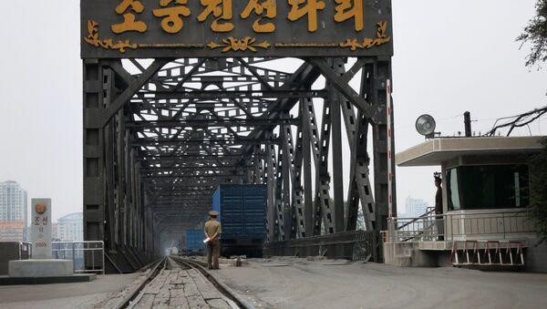 Korea China Friendship Bridge - an old bridge connecting the two socialist states over the Yalu River - Sputnik International