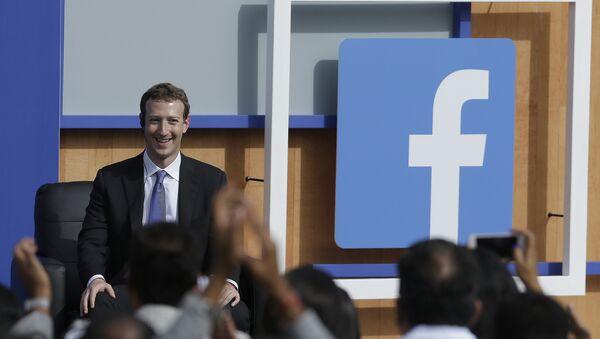 Facebook CEO Mark Zuckerberg speaks at Facebook in Menlo Park, Calif., Sunday, Sept. 27, 2015. - Sputnik International