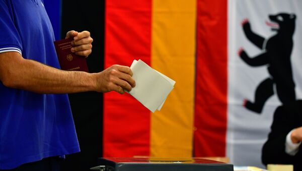A man casts his ballot at a polling station in Berlin during general elections on September 24, 2017 - Sputnik International