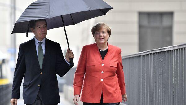 German Chancellor Angela Merkel, right, and her husband Joachim Sauer arrive to cast their vote in Berlin, Germany, Sunday, Sept. 24, 2017 - Sputnik International