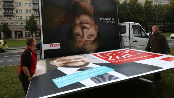 Workers remove an election campaign billboards showing Christian Democratic Union CDU party leader and German Chancellor Angela Merkel and Social Democratic Party SPD leader and top candidate Martin Schulz, the day after the general election (Bundestagswahl) in Berlin, Germany September 25, 2017 - Sputnik International