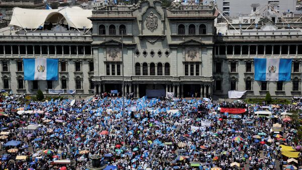 Anti-government protesters participate in a march in Guatemala City, Guatemala September 20, 2017 - Sputnik International