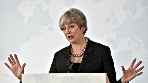British Prime Minister Theresa May gestures as she delivers her speech in Florence, Italy September 22, 2017 - Sputnik International