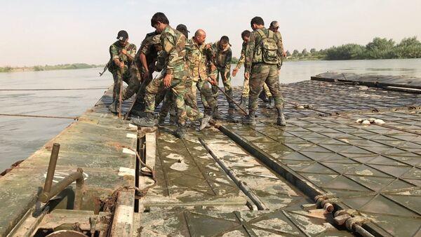 Syrian Army crosses Euphrates River east of Deir ez-Zor - Sputnik International