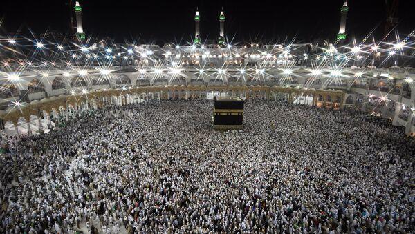 Pilgrims during hajj walk around the Kaaba at the Al-Masjid al-Haram mosque in Mecca. (File) - Sputnik International