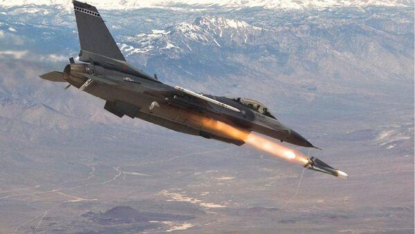 F-16 firing a Maverick missile - Sputnik International