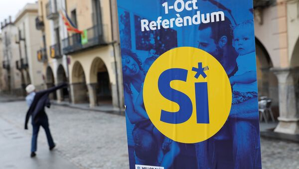 A pro-independence referendum campaign banner hangs in the birthplace of Catalan President Carles Puigdemont, the Catalan town of Amer, Spain, September 30, 2017. - Sputnik International