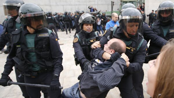Spanish Guardia Civil guards drag a man outside a polling station in Sant Julia de Ramis, where Catalan president was supposed to vote, on October 1, 2017, on the day of a referendum on independence for Catalonia banned by Madrid - Sputnik International