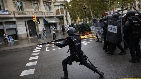 Spanish riot police shoots rubber bullet straight to people trying to reach a voting site at a school assigned to be a polling station by the Catalan government in Barcelona, Spain, Sunday, 1 Oct. 2017. Spanish riot police have forcefully removed a few hundred would-be voters from several polling stations in Barcelona. - Sputnik International