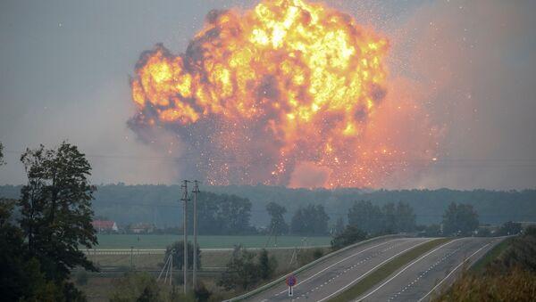 Smoke and flames rise over a warehouse storing ammunition for multiple rocket launcher systems at a military base in the town of Kalynivka in Vinnytsia region, Ukraine September 27, 2017 - Sputnik International